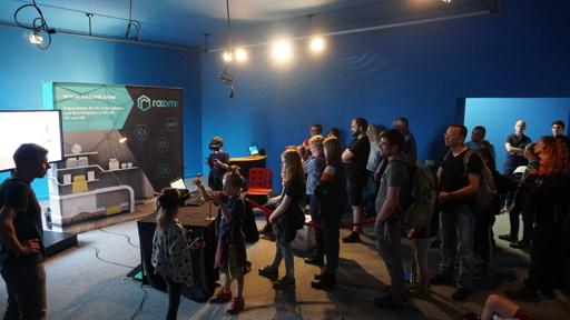 rooom AG führt Besuchern VR Ausstellung vor
