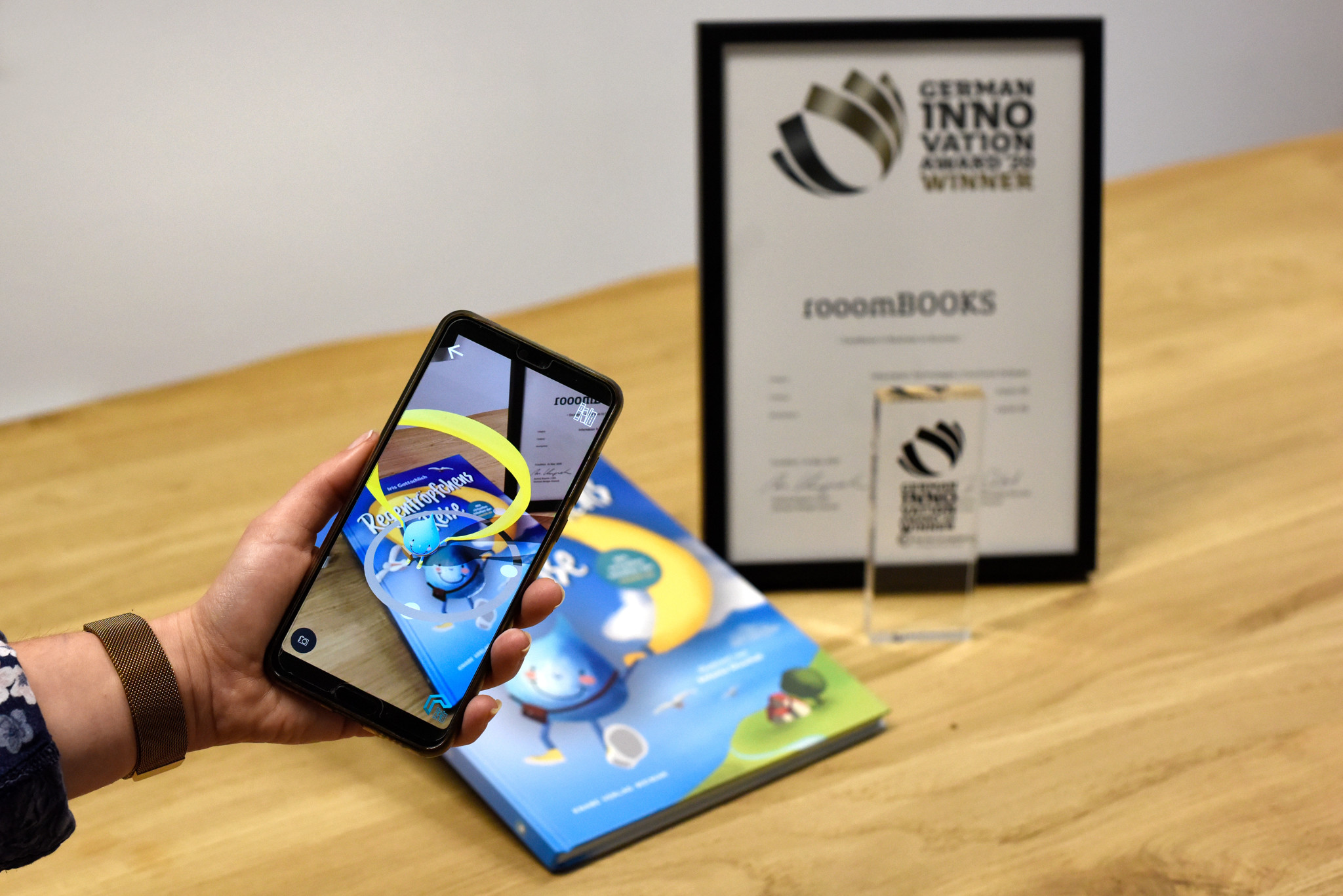 Picture of the German Innovation Award and raindrop journey