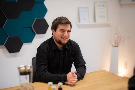 Sebastian Gottschlich in rooom Büro